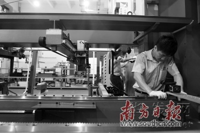 """AI助力深圳造機器人變""""聰明"""" 產業駛入""""快車道"""""""